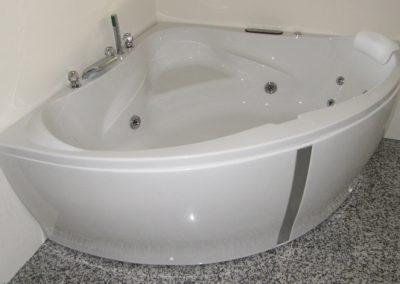 Corner Whirlpool Bath Capricorno
