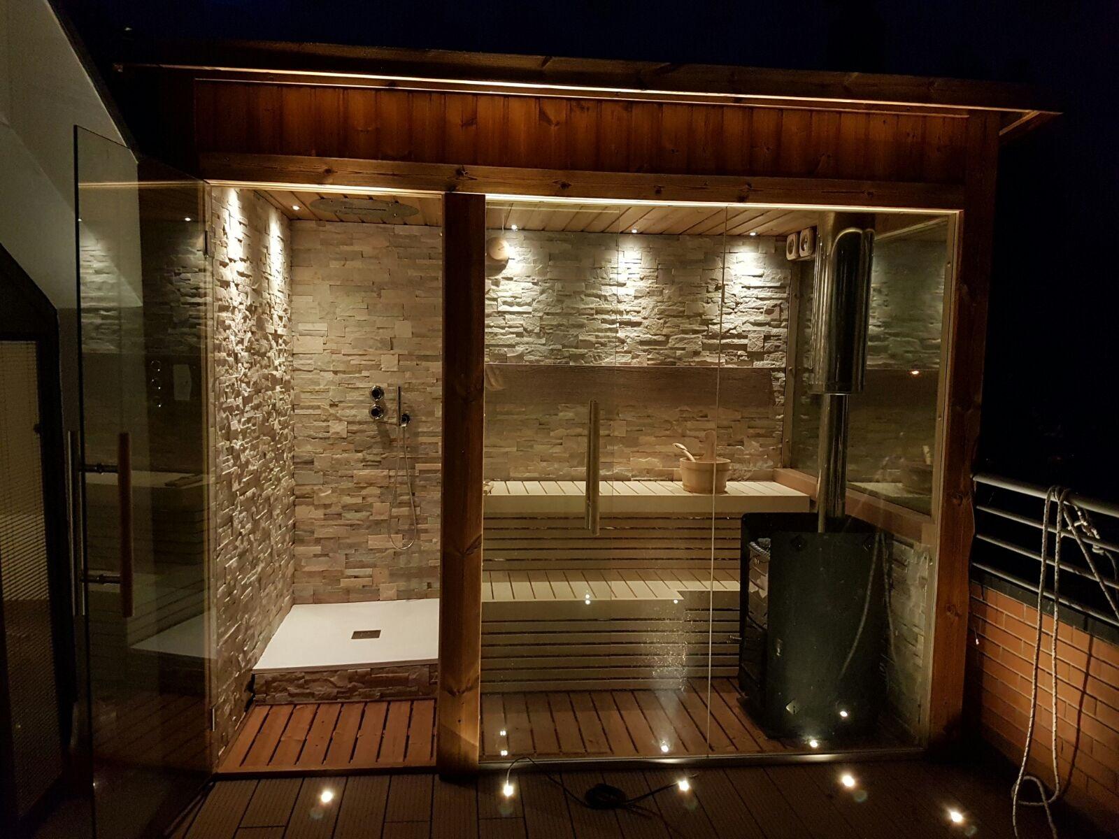 Sauna Vasca E Doccia Idromassaggio.Sauna Da Su Terrazzo Con Doccia Emozionale In Veneto Lifeclass