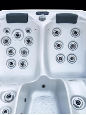 3 seats hot tub Montecarlo
