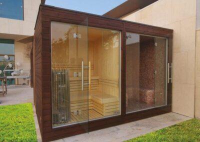 Struttura da esterno con bagno turco e sauna